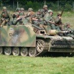 Na zdjęciu reenactorzy z zachodniej Europy odtwarzający formację Waffen SS